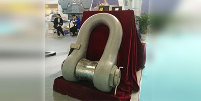 1000ton load shackle in TOSL booth 395 x 200.jpg
